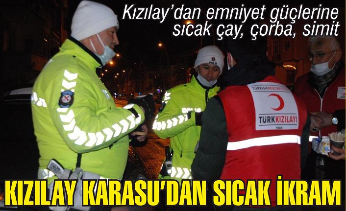 Kızılay'dan soğukta görev yapan emniyet güçlerine sıcak ikramlar
