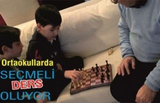 Ortaokulda satranç seçmeli ders oluyor