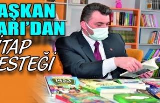 Başkan Sarı'dan kütüphaneye kitap desteği