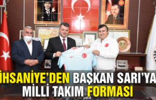 İhsaniye'den, Başkan Sarı'ya Milli Takım forması
