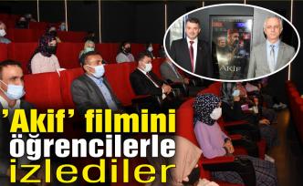 """""""Akif"""" filmini öğrencilerle birlikte izlediler..."""