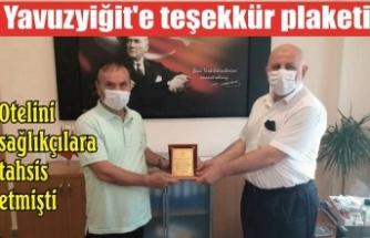 Otelini sağlıkçılara tahsis etmişti: Yavuzyiğit'e teşekkür plaketi
